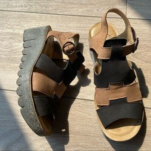 Fly London Yuni Wedge Sandals Black/Sand